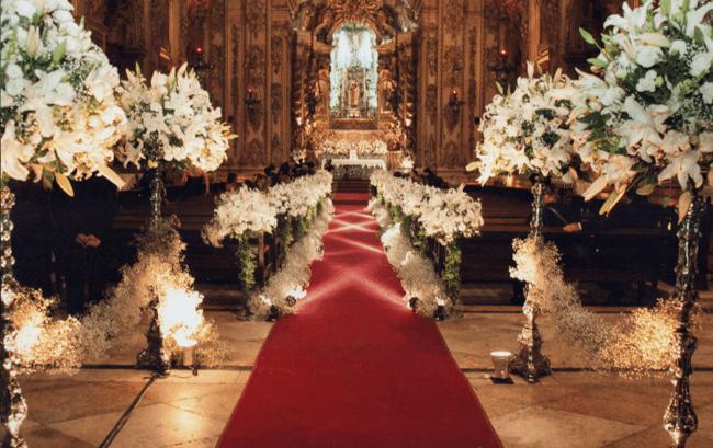 Decoração clássica com tapete vermelho