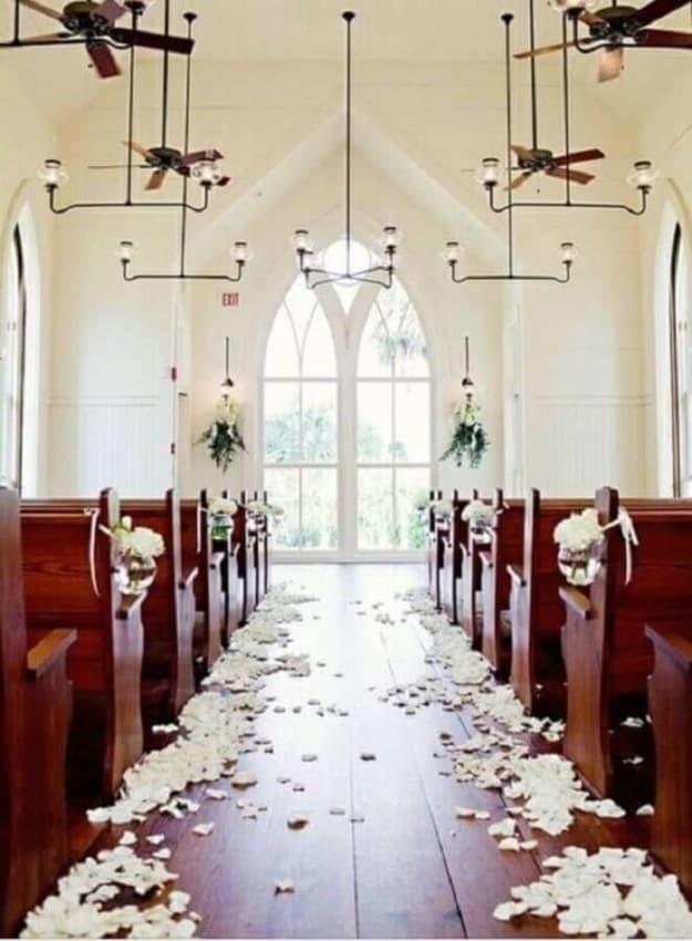 Igreja com decoração simples
