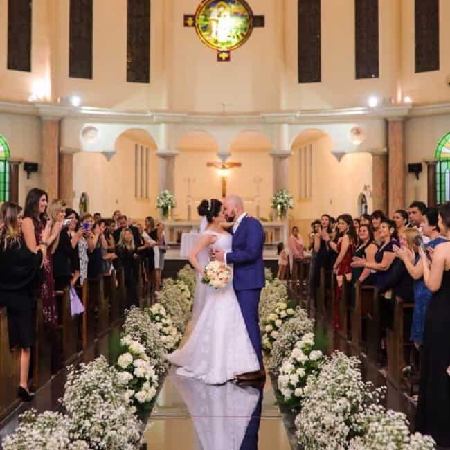 Igreja com tapete espelhado