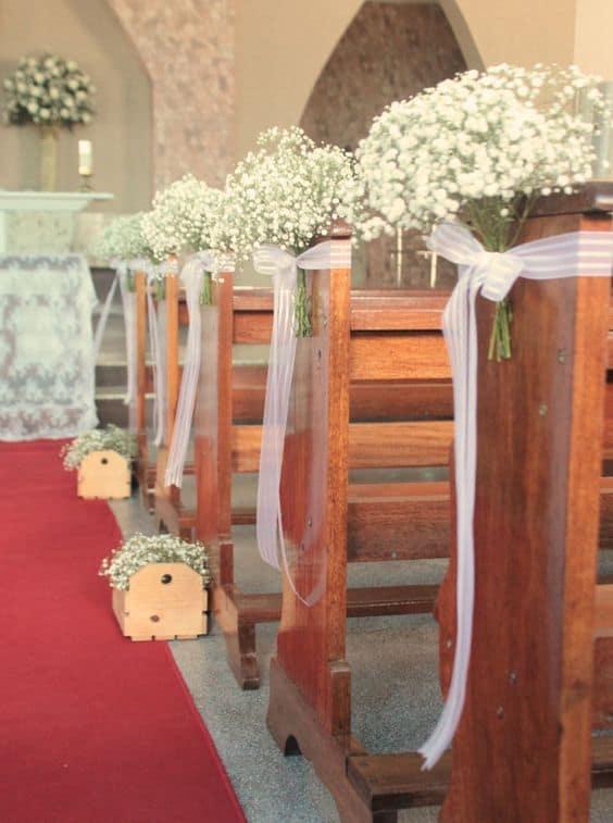 Igreja decorada com flores mosquitinho