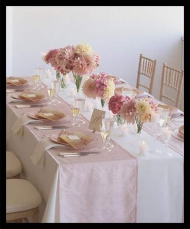 Jantar de noivado com flores simples