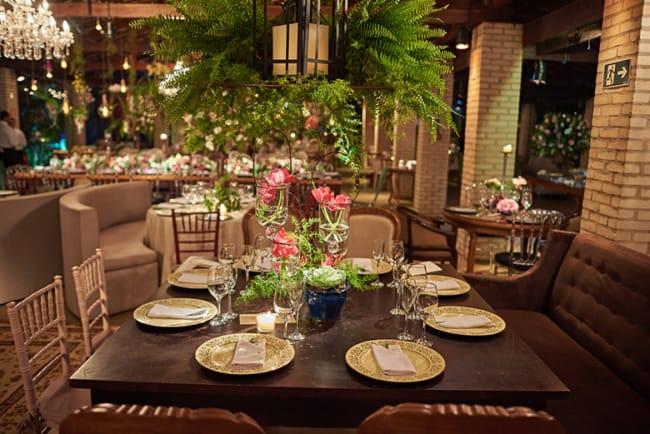 Jantar de noivado rústico em restaurante