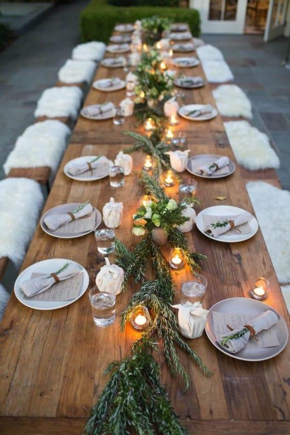 Mesa posta para jantar de noivado rústico