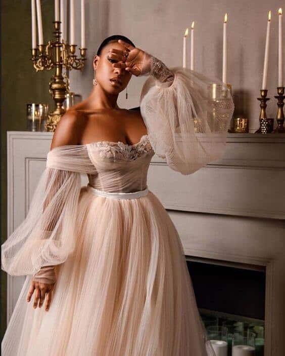 Modelo de vestido de noiva com manga bufante
