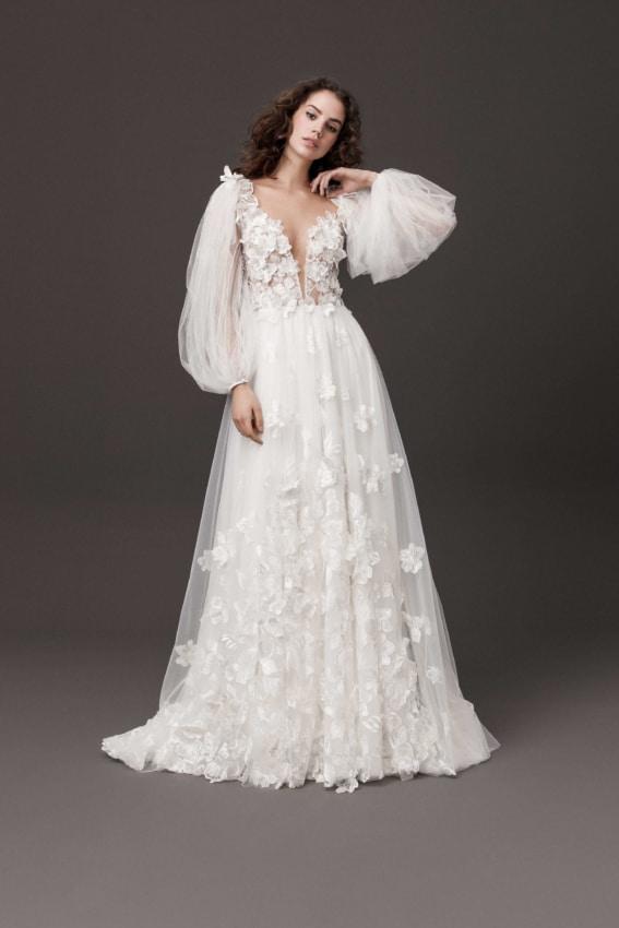 Noiva boho com vestido com mangas bufantes