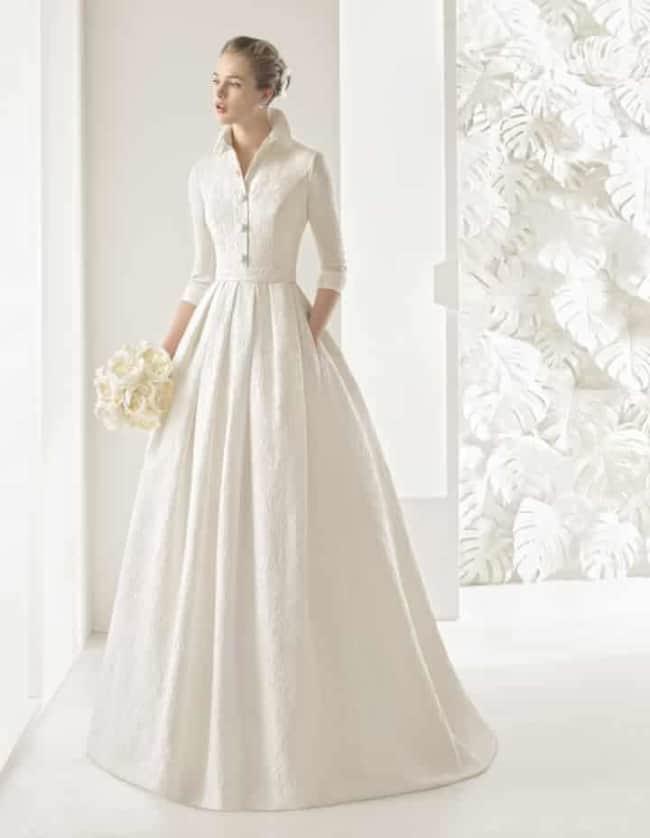Noiva com vestido com manga três quartos simples