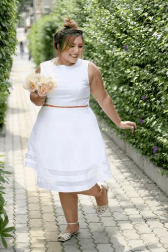 Noiva com vestido de noiva curto