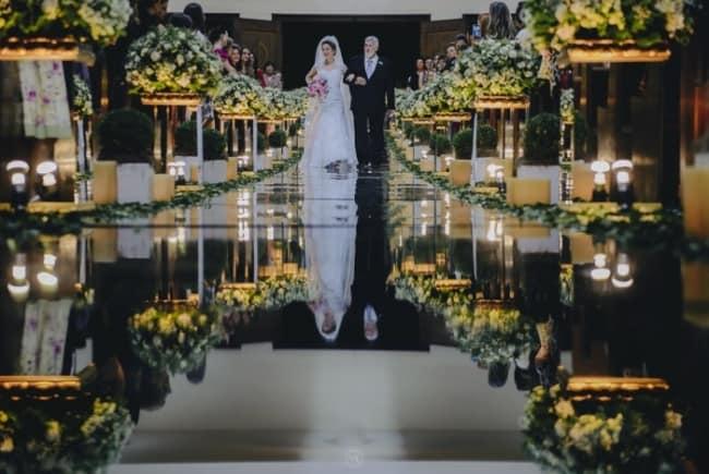Tapete espelhado em casamento religioso