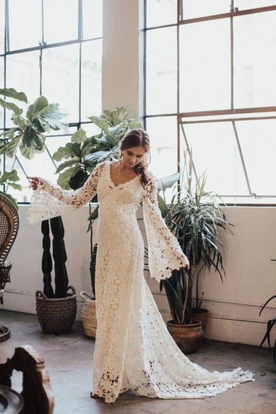 Vestido de noiva boho chic com manga flare