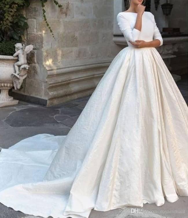 Vestido de noiva com cauda e manga 3 4