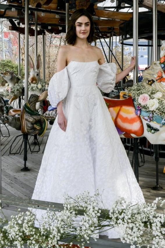 Vestido de noiva com mangas bufantes soltinhas