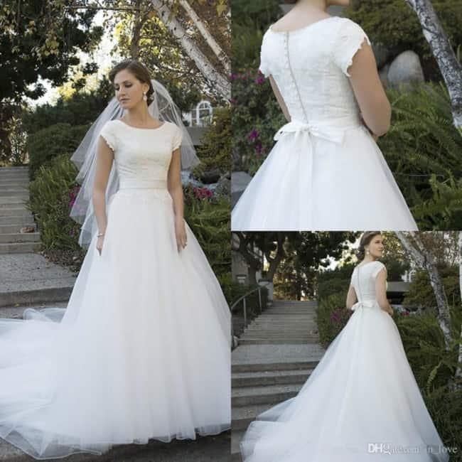Vestido de noiva com modelagem simples
