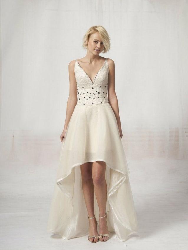 Vestido de noiva curto com cauda