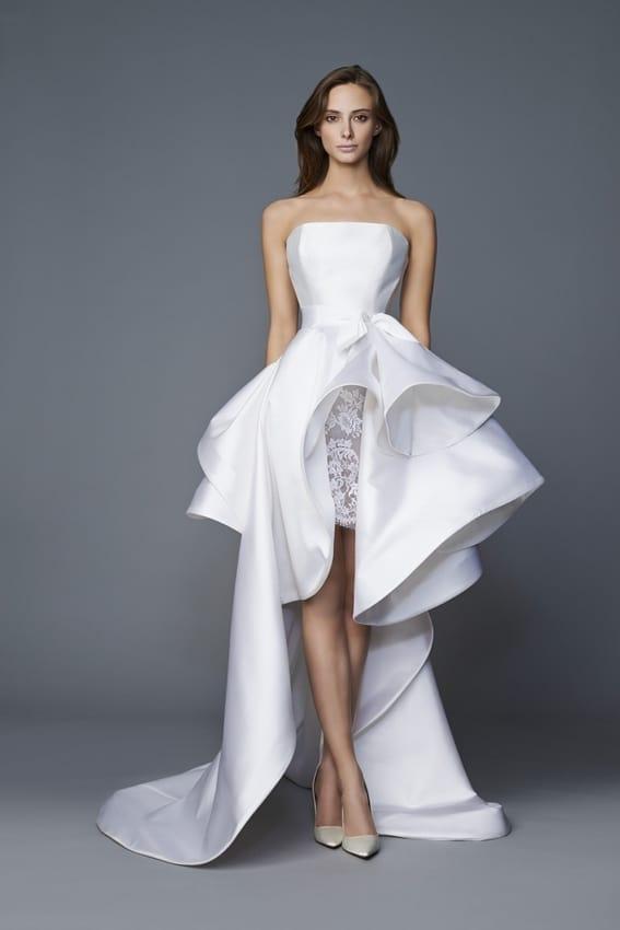 Vestido de noiva curto na frente com cauda