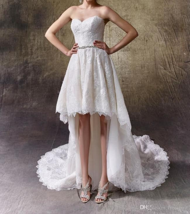Vestido de noiva curto na frente