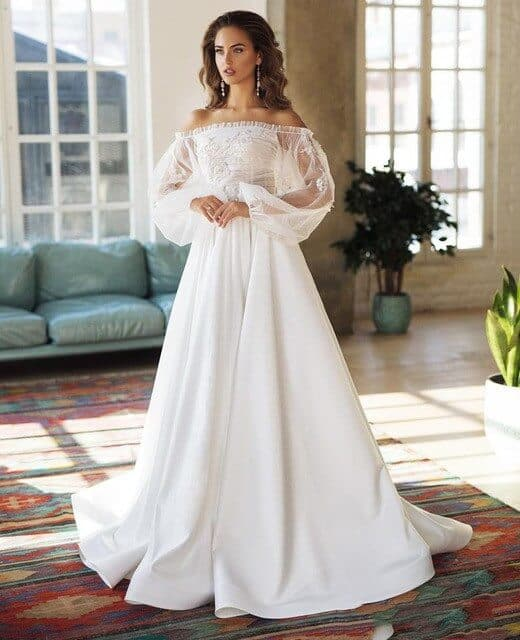 Vestido de noiva diferente com manga transparente