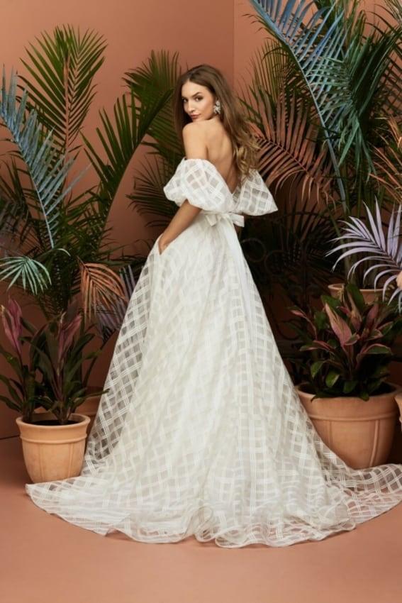 Vestido de noiva elegante com mangas bufantes