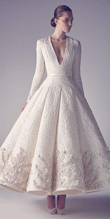 Vestido de noiva estruturado com manga longa