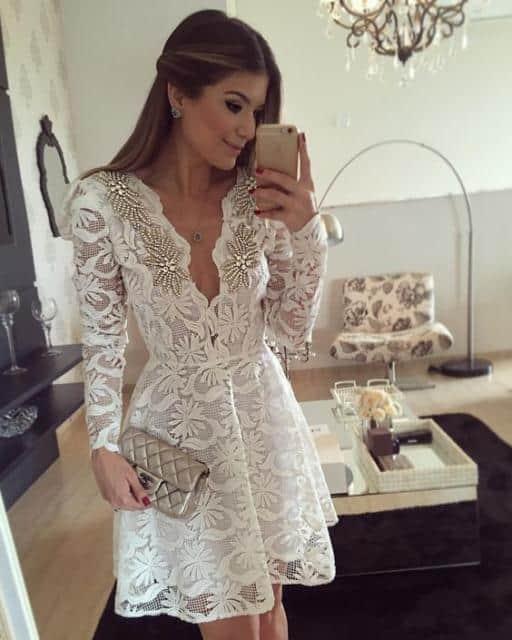 Vestido de noiva rendado com bordado