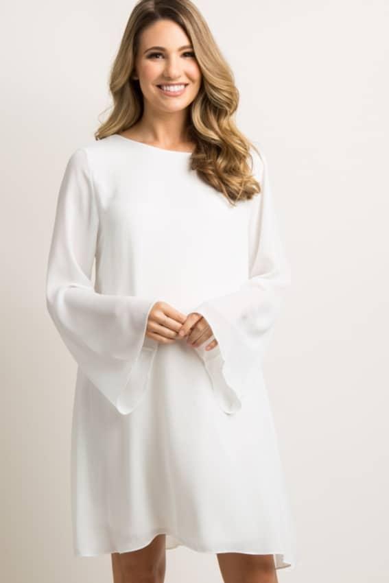 Vestido de noiva simples e vintage com manga flare