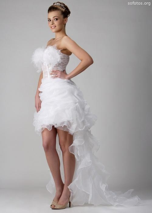 Vestido diferente de noiva curto na frente