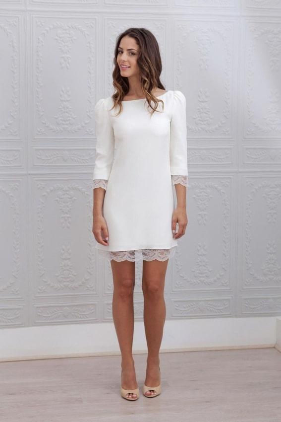Vestido simples com detalhe em renda para noiva