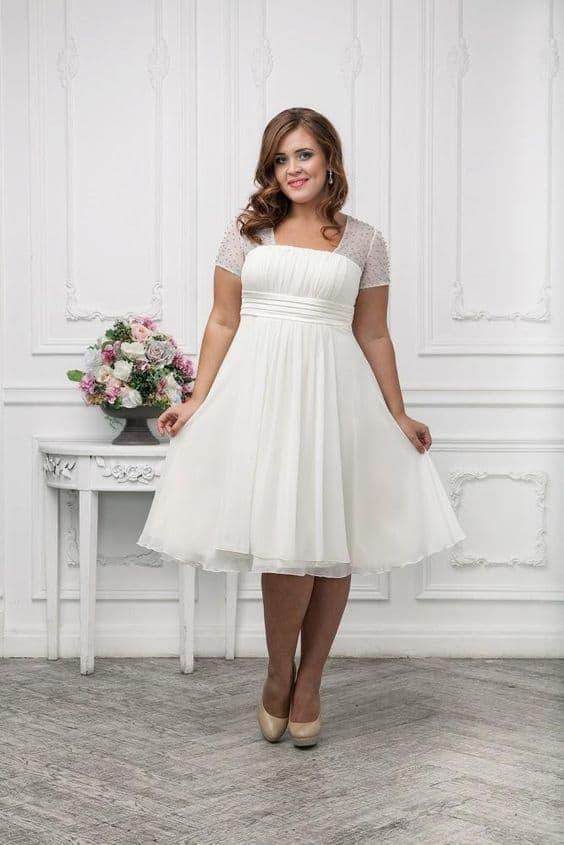 Vestido simples para noiva plus size