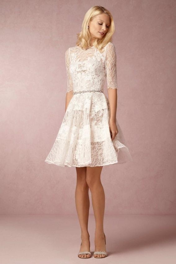 Vestido todo rendado de noiva curto