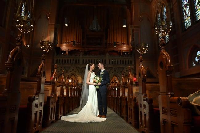 bela foto de casamento na igreja