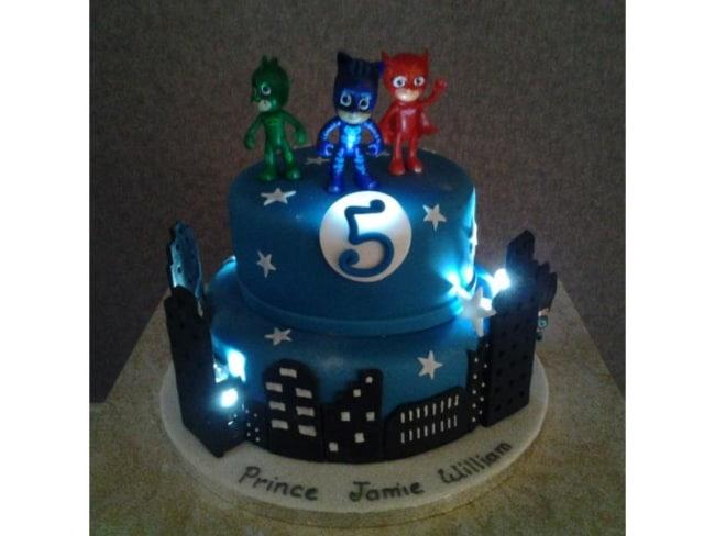 bolo dos PJ Masks com luz decorativa