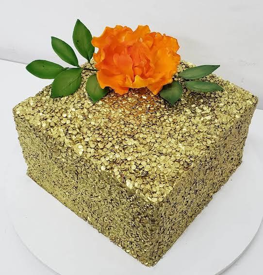 bolo dourado de casamento