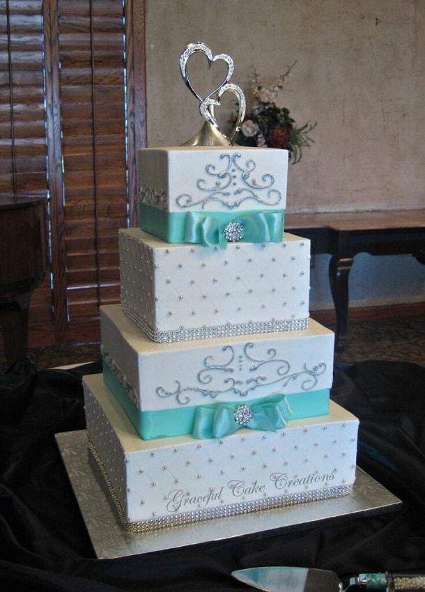 bolo quadrado azul e branco de casamento