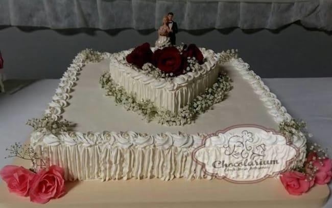 bolo quadrado de casamento com coração