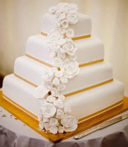 bolo quadrado de casamento dourado