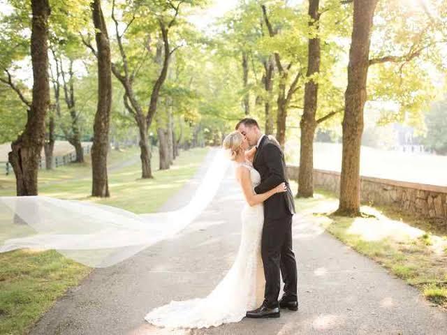 foto de casamento simples no campo