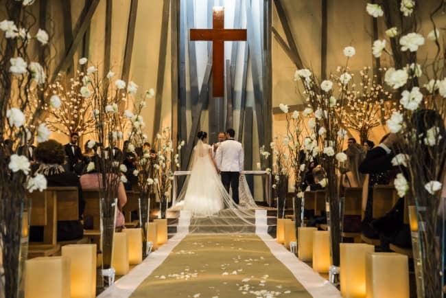 foto simples de casamento na igreja