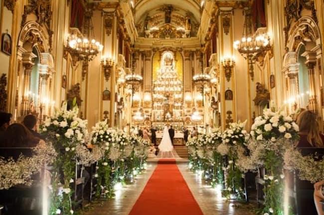 fotos de casamento na igreja decorada