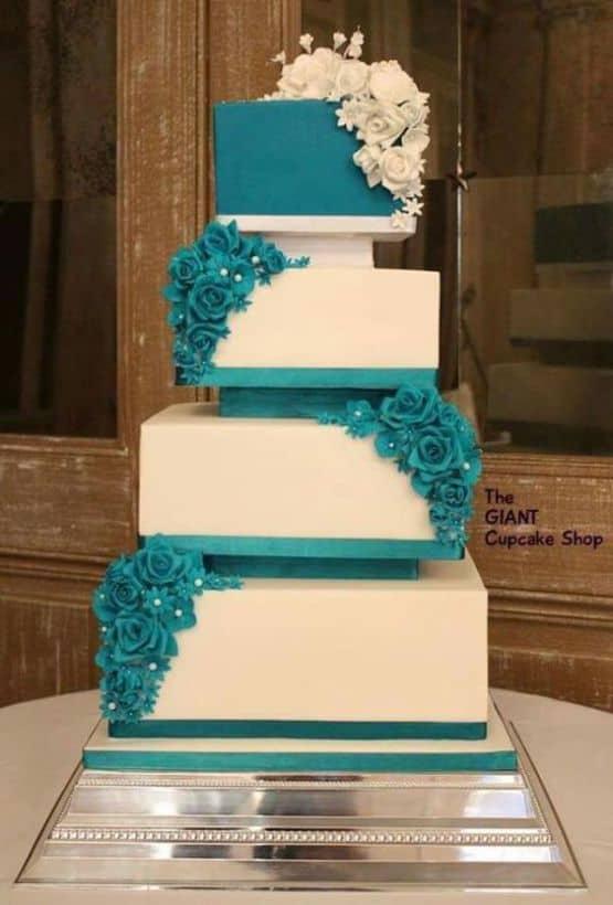 ideia de bolo quadrado azul e branco