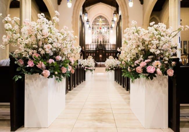 igreja decorada para casamento