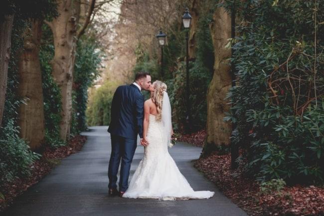linda foto de casamento ao ar livre