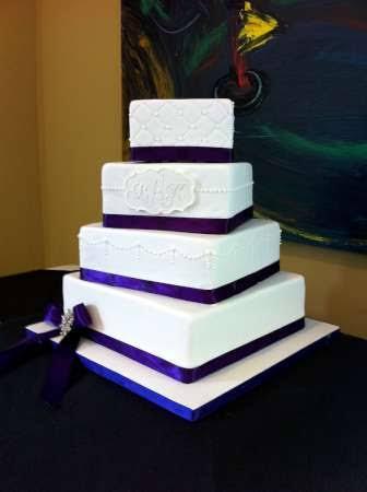lindo bolo quadrado azul e branco
