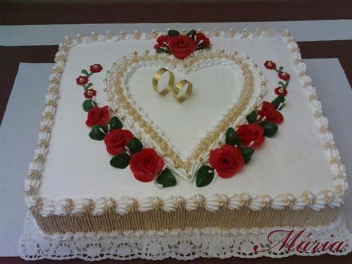 lindo bolo quadrado de casamento com coração