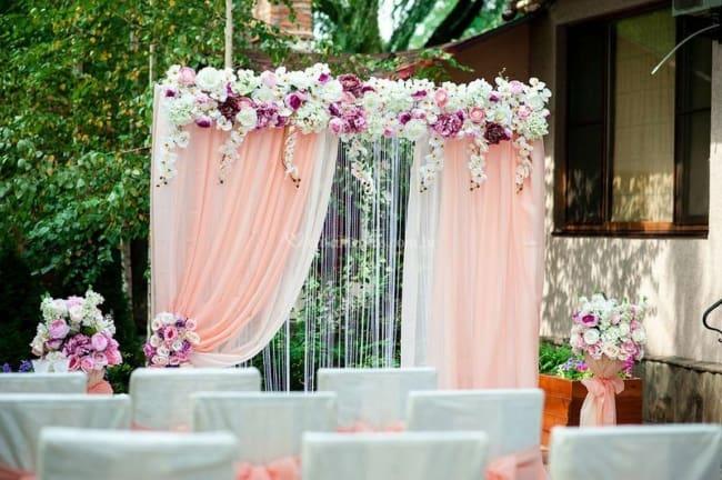 decoração com flores artificiais