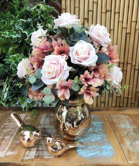 arranjo para casamento com flores artificiais