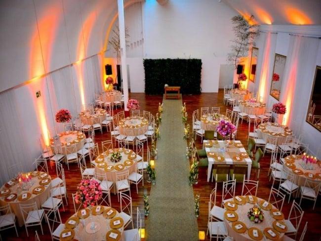 3 decoração salão de festa com cerimônia de casamento