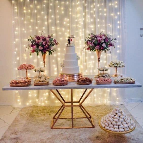 decoração simples e barata para mesa de bolo