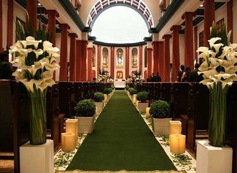 decoração de casamento na igreja com velas