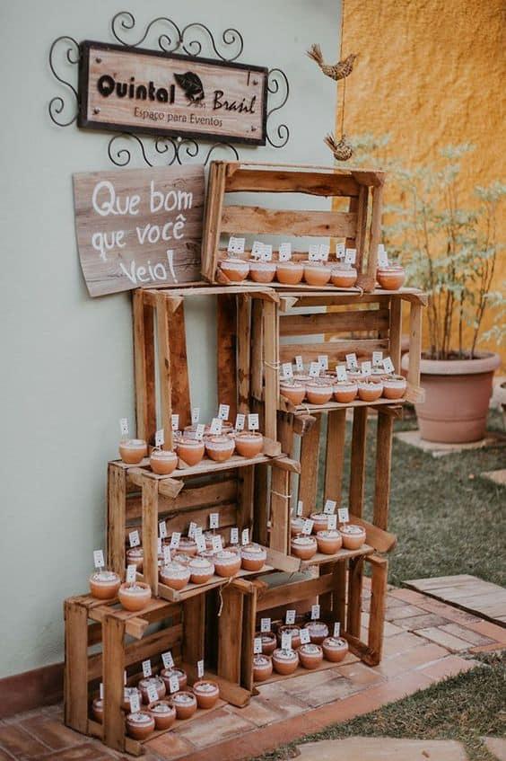casamento simples decorado com caixotes de feira