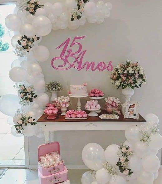 decoração rosa e branca para festa de 15 anos
