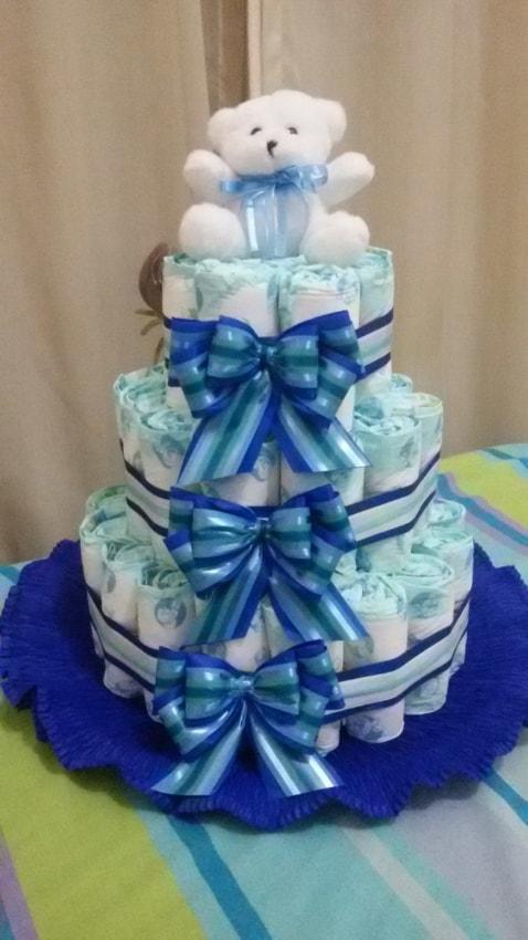 Bolo de Fraldas azul e branco com urso